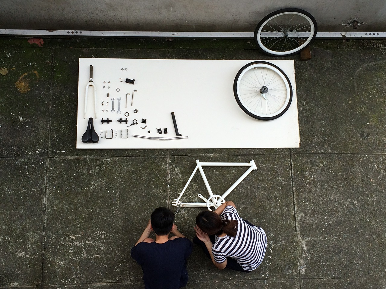 assembling-a-bicycle-1727903_1280